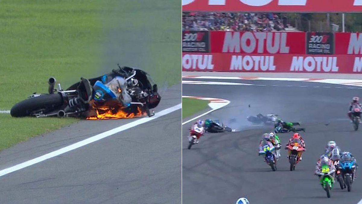 Caída múltiple en Moto3: la moto de Tatay cruza la pista sin control y hace volar por los aires a Foggia
