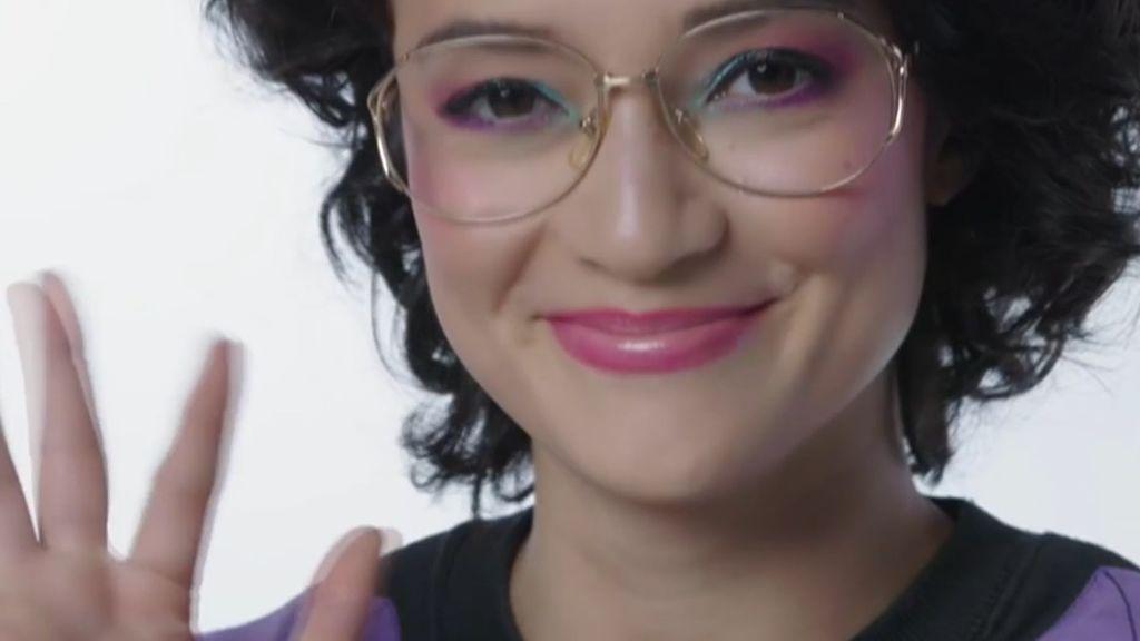 """Empresas prohíben a las trabajadoras japonesas llevar gafas porque """"dan sensación de frialdad"""""""