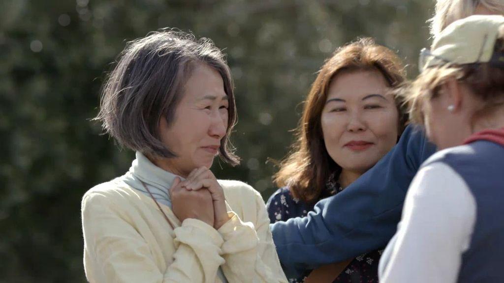 """Una ronda de besos y abrazos hace llorar de emoción a la delegación japonesa y Calleja flipa: """"Les ha parecido muy humano"""""""