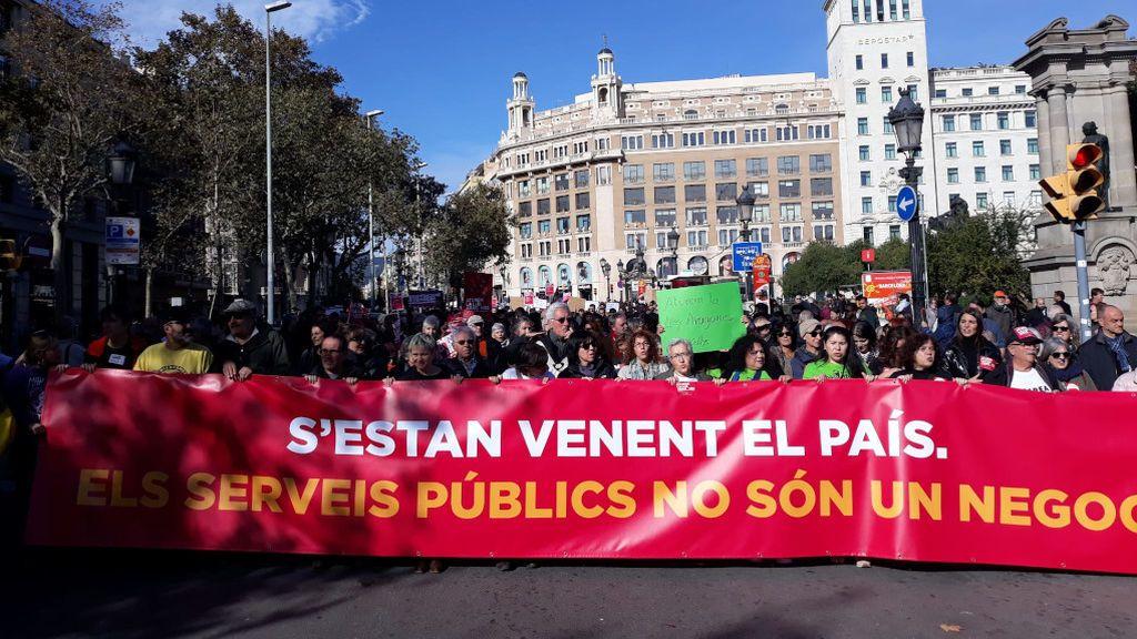 XXX personas se manifiestan en Barcelona contra la privatización de servicios públicos
