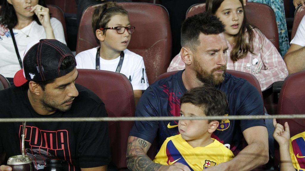 """Messi y Luis Suárez debaten sobra la hora a la que acuestan a sus hijos: """"Yo me fui a jugar con él a la Play hasta las 23.30"""""""