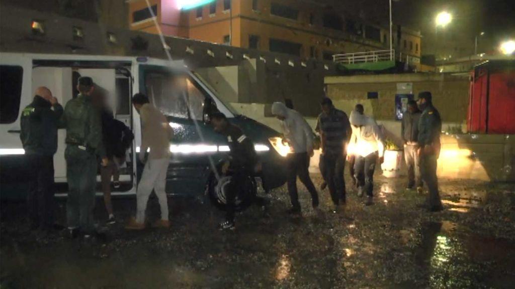 Inmigración: Un kamikaze logra colar a 52 personas a través de la valla de Ceuta