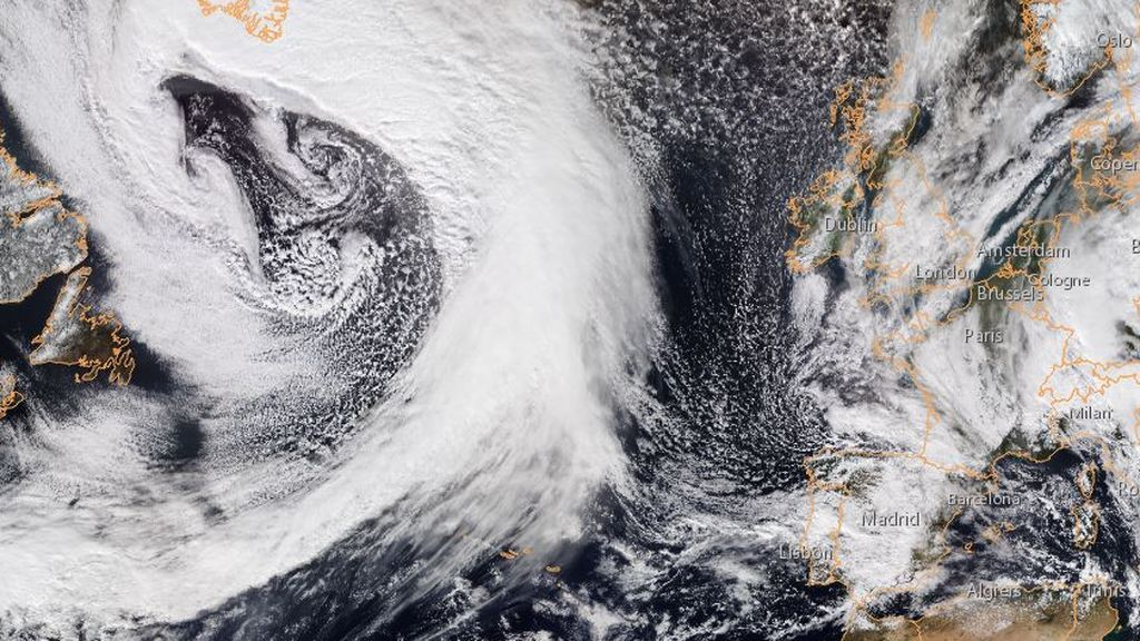 Enorme borrasca atlántica con vientos huracanados: en los próximos días se acercará a España