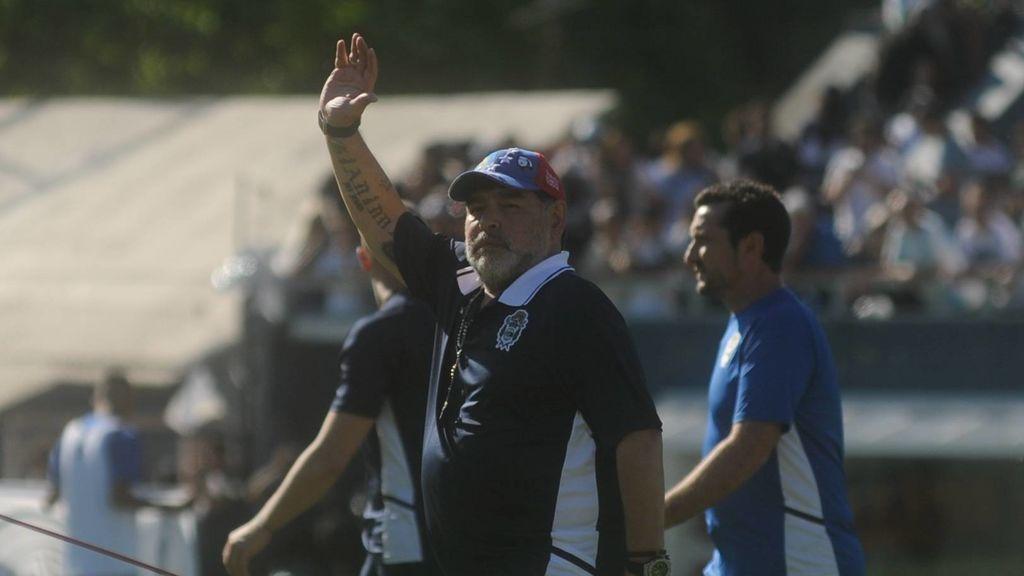 Maradona deja de ser entrenador de Gimnasia y Esgrima La Plata