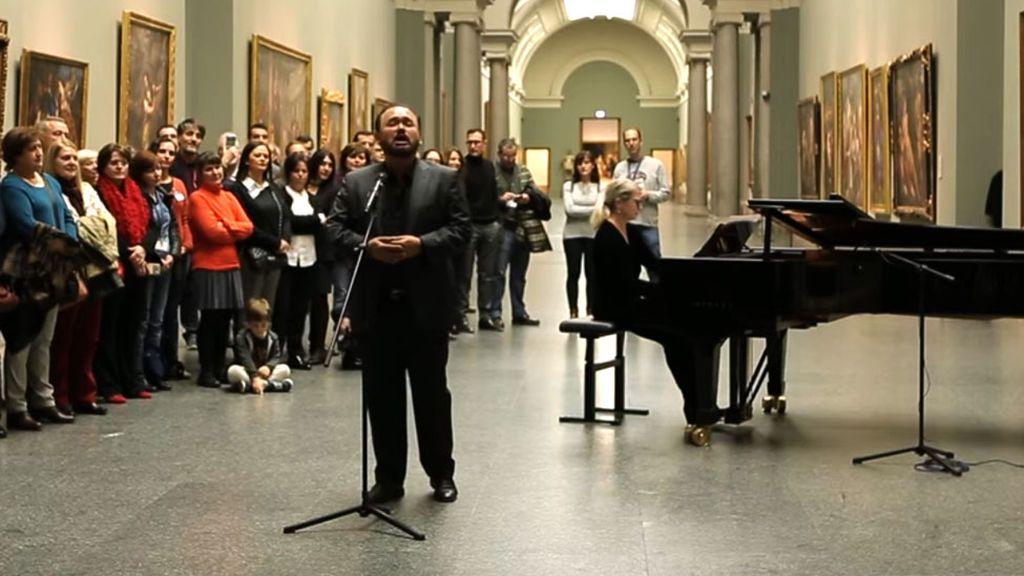 Cuando el tenor Javier Camarena celebra el bicentenario del Museo del Prado cantando 'Las mañanitas' y el público se rinde de emoción
