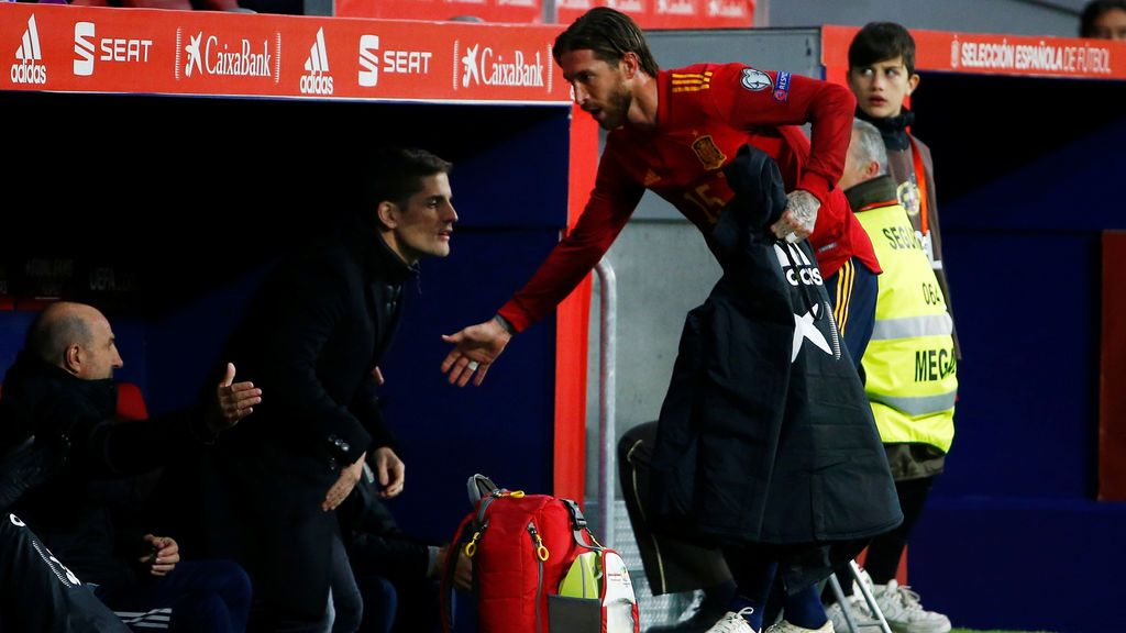 Lágrimas en el vestuario de España pese a la goleada (5-0) ante Rumanía: los jugadores, tocados con el cese de Robert Moreno