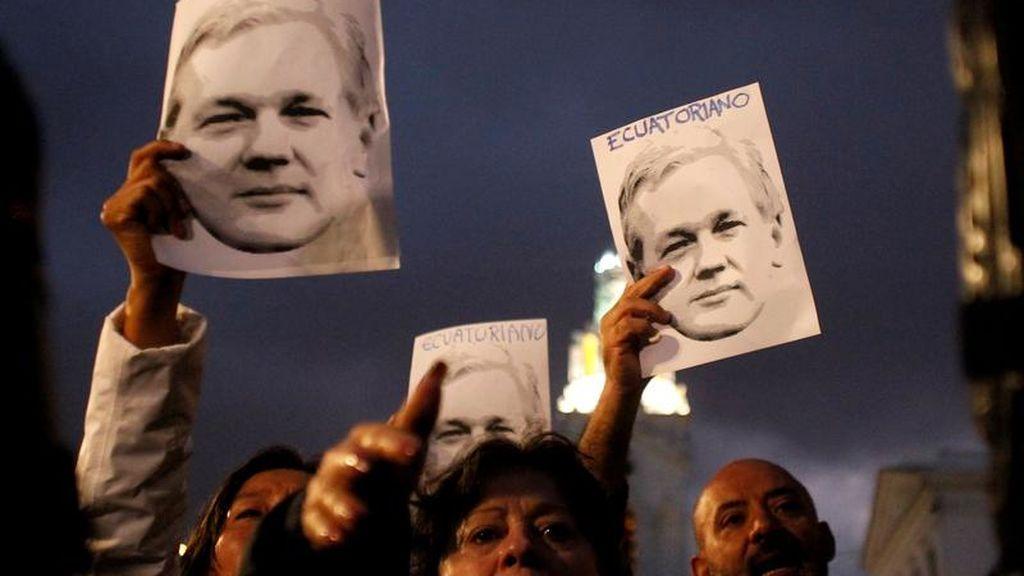 Manifestantes en apoyo de Assange