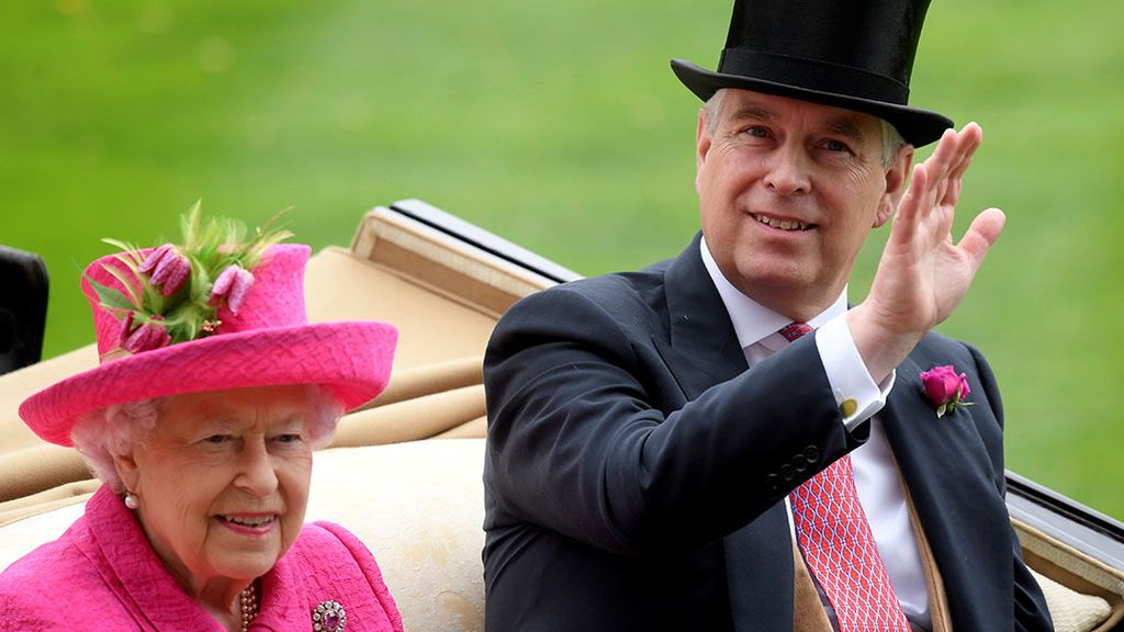 El Príncipe Andrés pone en aprietos a Isabel II