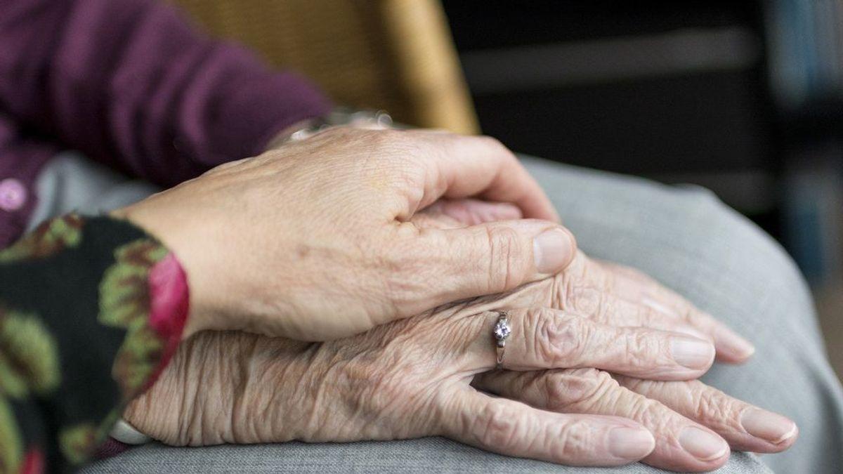 Muere de un infarto al conocer que su marido ha fallecido