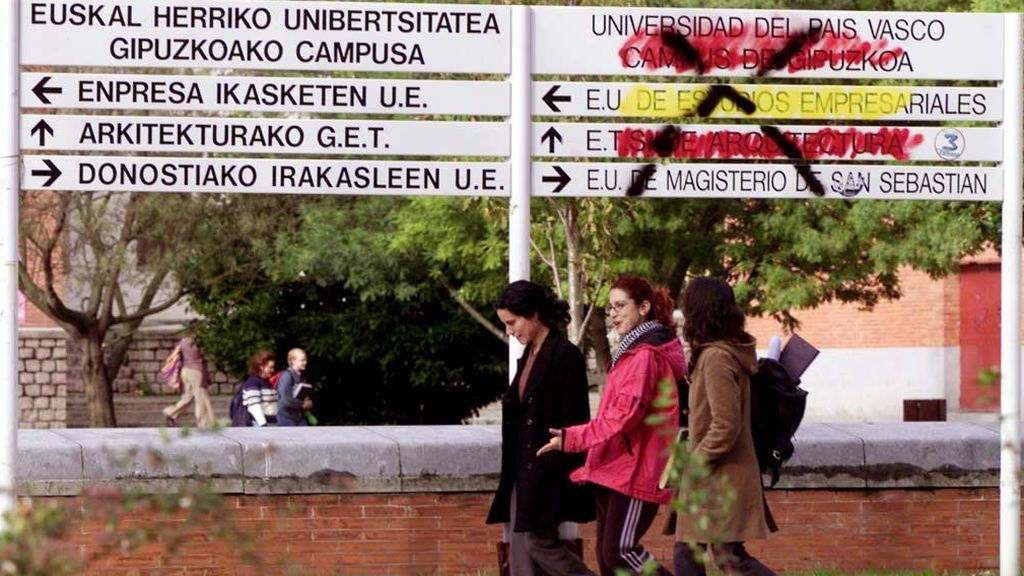 Los ayuntamientos vascos podrán usar solo el euskera para dirigirse a sus vecinos