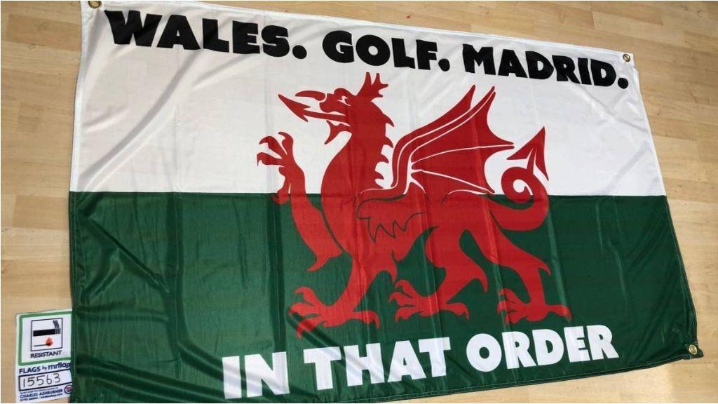 Del comentario de Mijatovic a Manu Carreño, a venderse por 170 euros: la historia de la bandera de 'Gales, golf, Madrid' con la que se mofa Bale