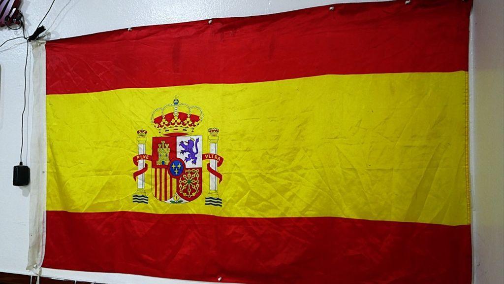 La bandera de España en el bar Amalia