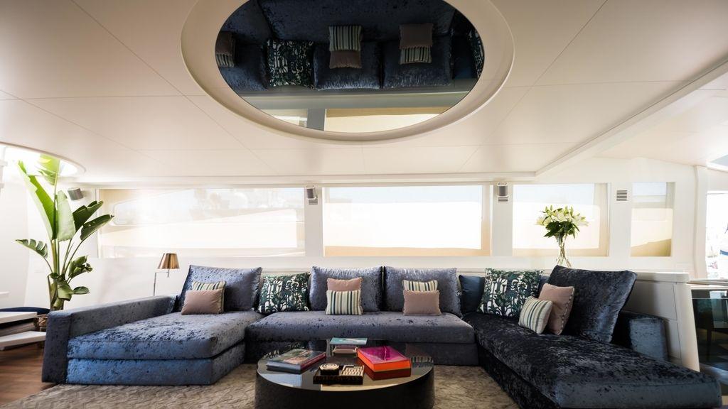 Interior y exterior de un megayate. Isabel Laranjinha Estudio de Decoración