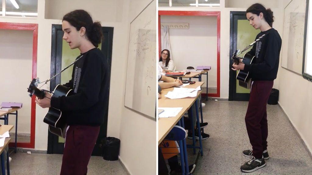 Con 16 años hace su propia versión del 'Méster de Juglaría' en clase y arrasa