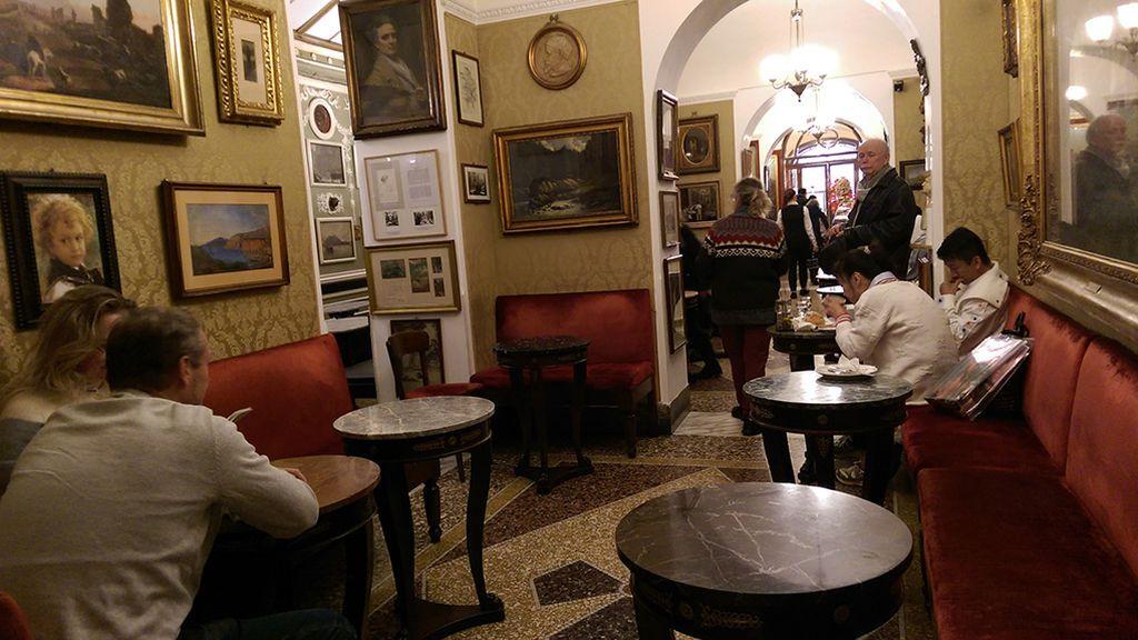 Interior del Caffe Grecco en Roma