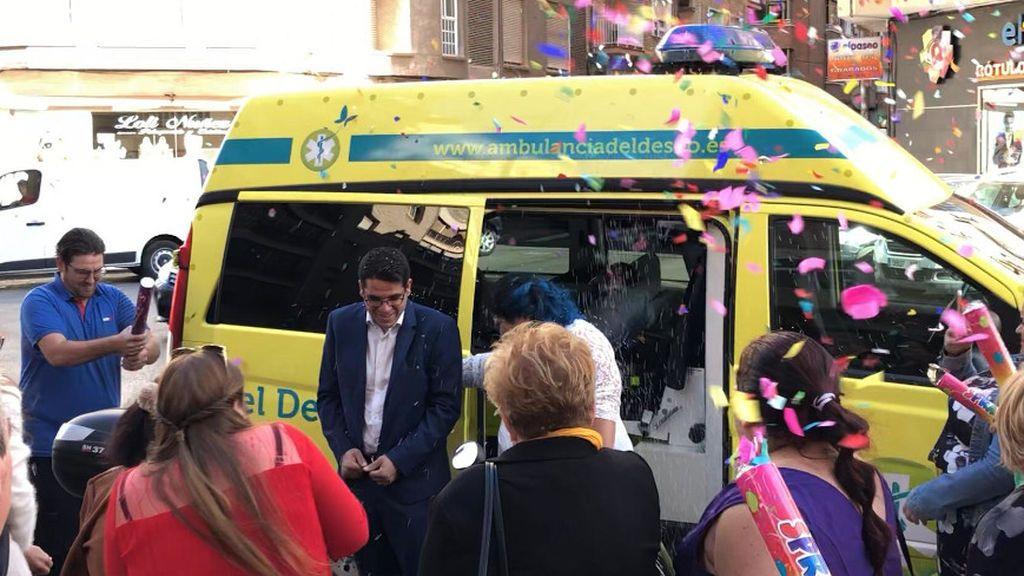 Boda celebrada en el interior de una ambulancia