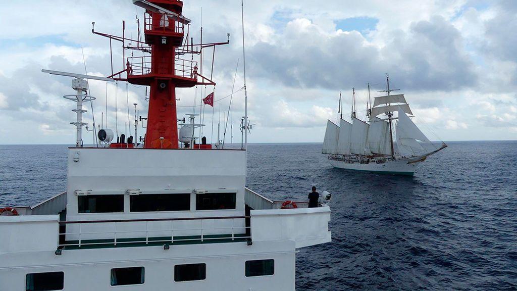 Las fotos del encuentro las ha colgado la Armada Española en su cuenta de Twitter