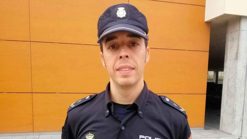 Javier González, policía: un ángel de la guarda para escuchar y proteger a las mujeres maltratadas