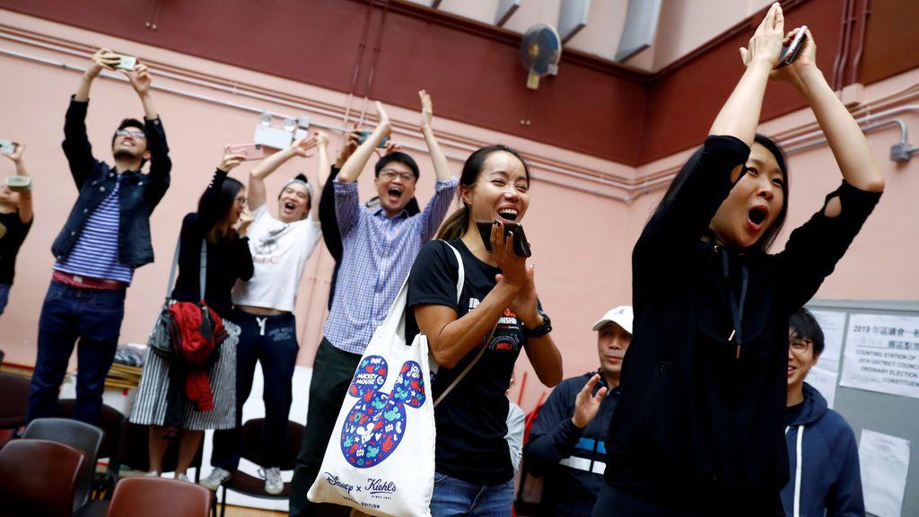 Hong Kong vota masivamente prodemocracia