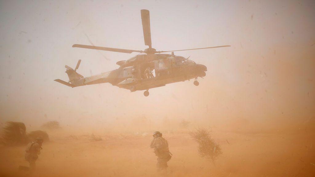 Mueren 13 militares franceses en un accidente de dos helicóptero en Malí