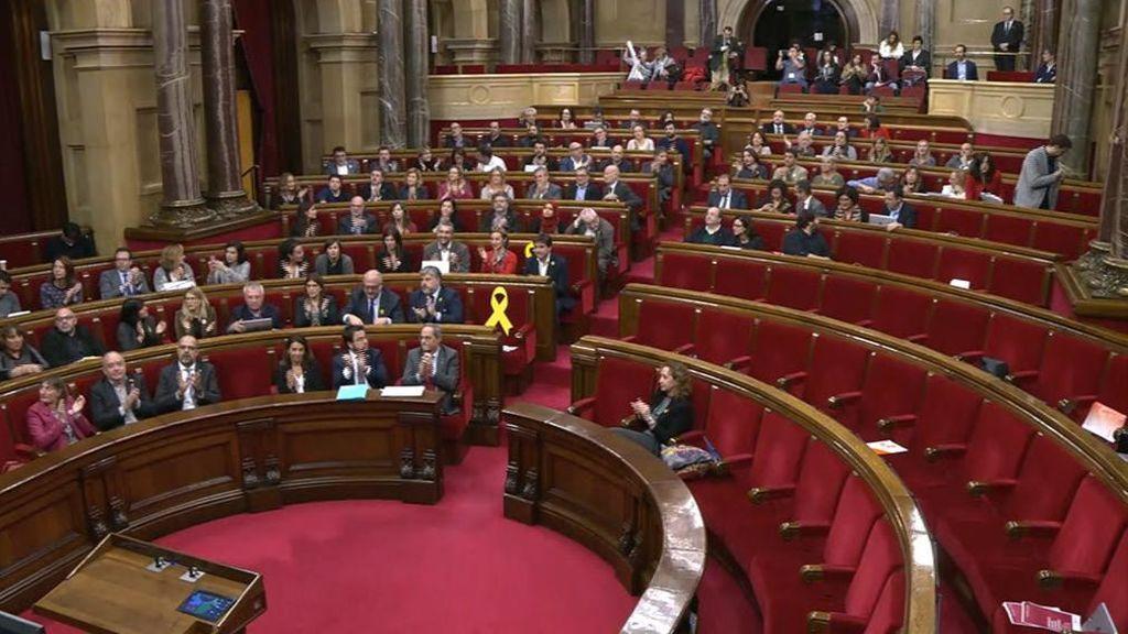 El Parlament aprueba una polémica moción