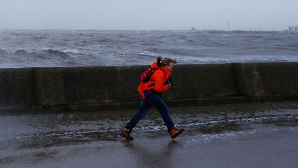 Aviso naranja: rachas de 120 km/hora y olas de 6 metros