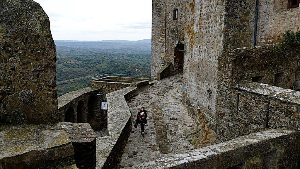 Entrada a la fortaleza de Castellar Viejo