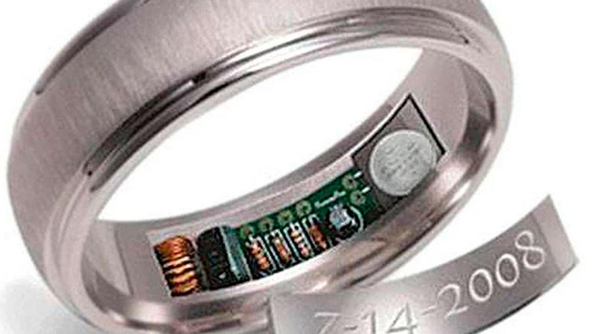 El anillo de compromiso con GPS incorporado