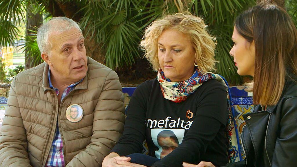 Los padres de Paco Molina llaman todos los días a su hijo desaparecido con la esperanza de que el móvil esté encendido