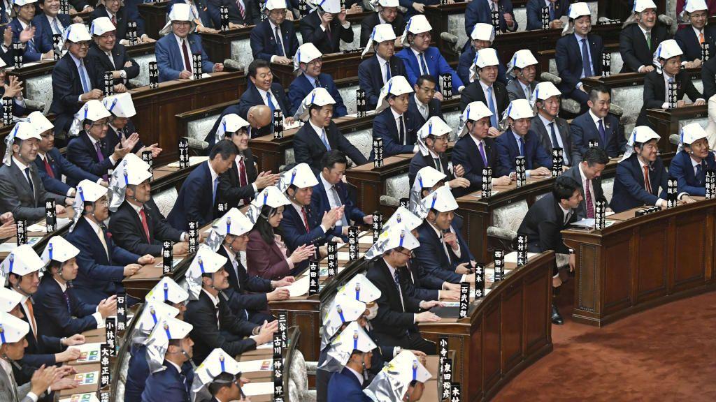 Simulacro de terromoto en el parlamento japonés