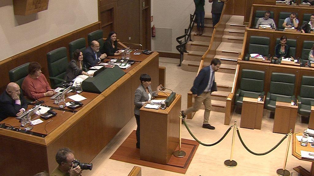 PNV y EH Bildu sacan adelante su propuesta sobre le derecho a decidir en el Parlamento vasco