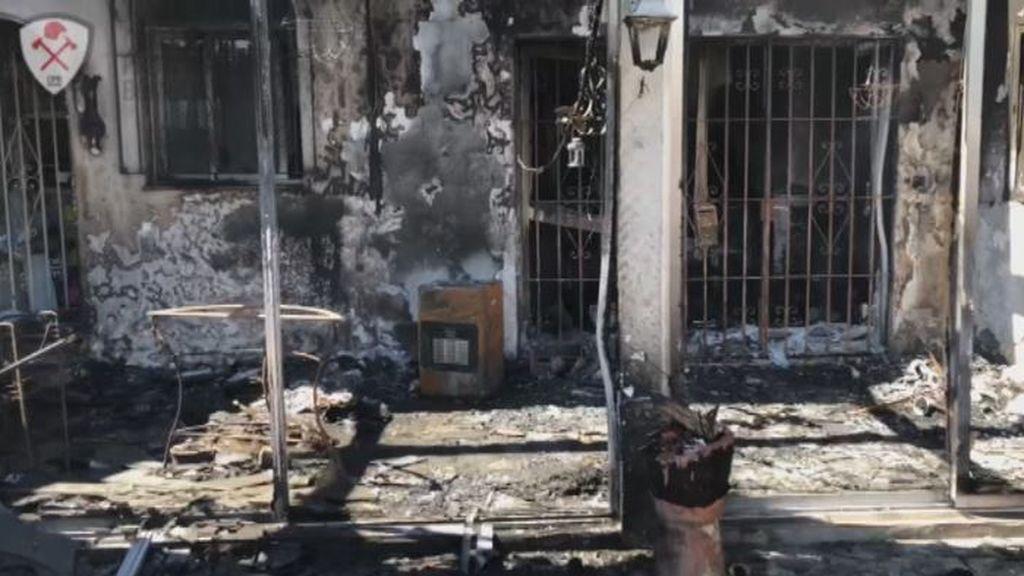 Un bombero demuestra que cerrar la puerta en un incendio salva vidas