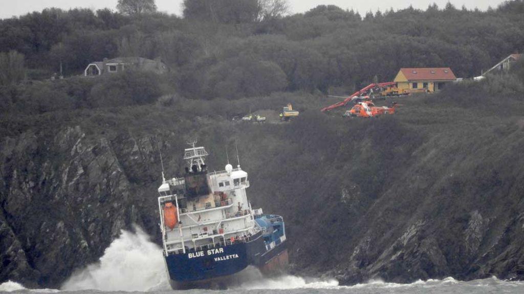 El fantasma del 'Prestige' regresa a Galicia al complicarse el rescate del buque 'Blue Star'