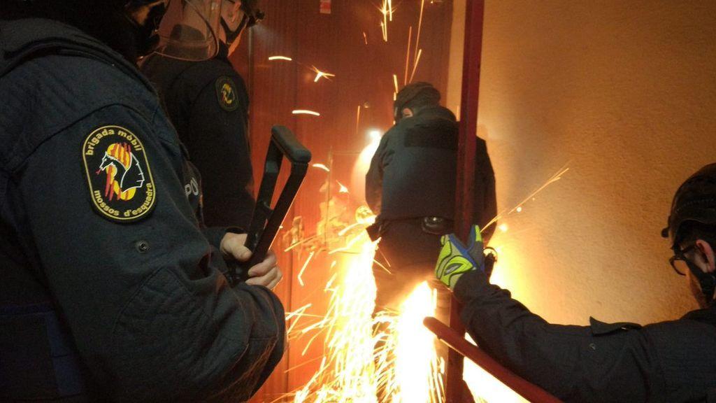 Operación contra el tráfico de armas y droga en Badalona y Barcelona