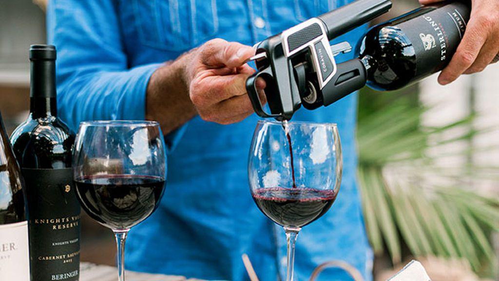 Ya tienes regalo: el 'aparato' que permite beber un vinazo en varios meses sin descorchar la botella