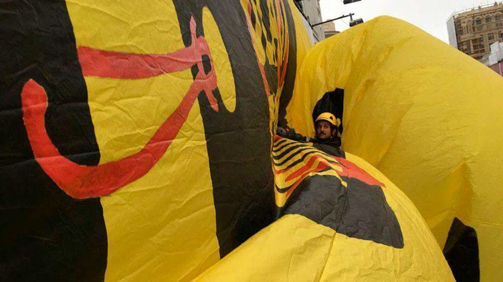 Greenpeace boicotea el Black Friday en plena Gran Vía de Madrid por agravar el cambio climático