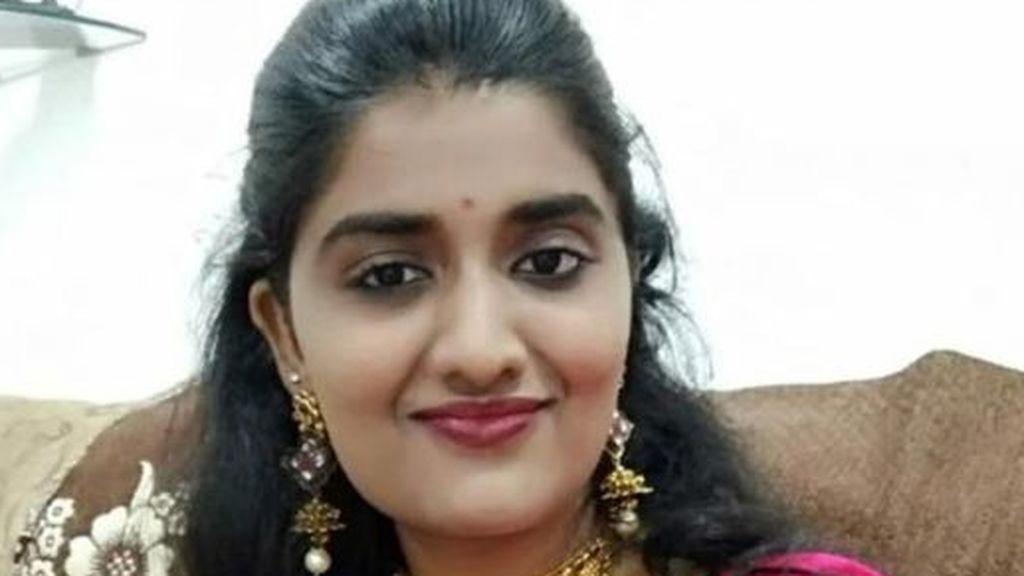 Una joven sufre un pinchazo y es violada y asesinada por los hombres que se ofrecieron a ayudarla