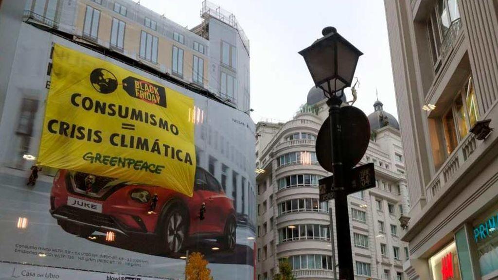 Pancarta desplegada por Greenpeace en la Gran Vía de Madrid