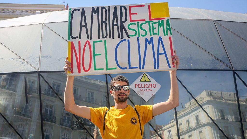 Los españoles ponen la lucha contra la pobreza por delante de la crisis climática