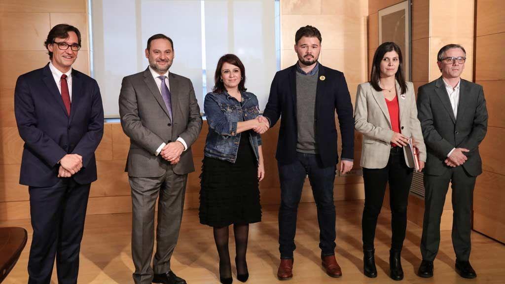 La primera reunión entre PSOE y ERC deja un escenario de tensión en Madrid y en Barcelona