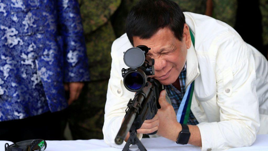 """El presidente de Filipinas dice """"haber tirado cadáveres de narcotraficantes"""" a los barrancos"""
