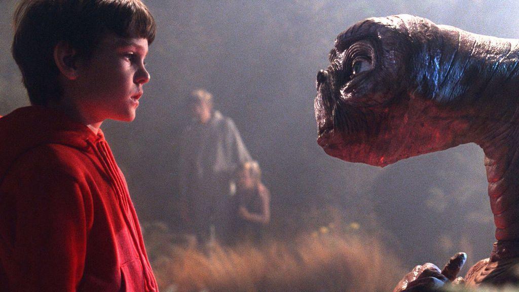 E.T. y Elliott vuelven a econtrarse, 37 años después, para pasar juntos la Navidad