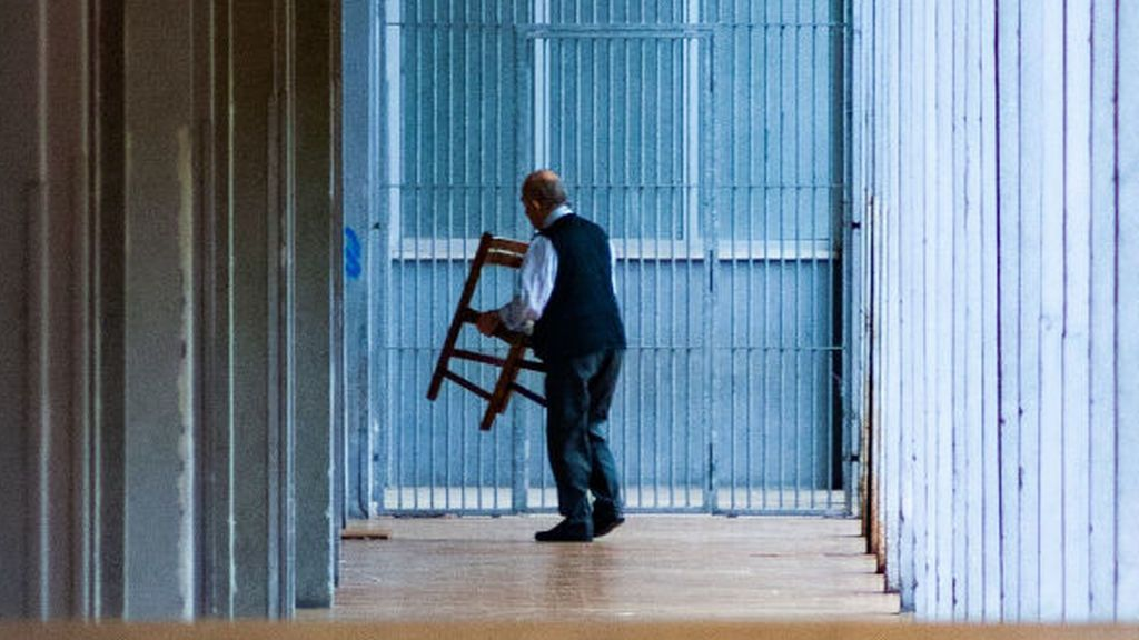'Chair challenge': El reto que pueden hacer las mujeres y los hombres no