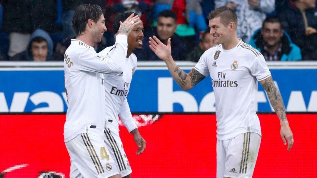 El Real Madrid consigue el liderato bajo la lluvia en Mendizorroza (1-2)