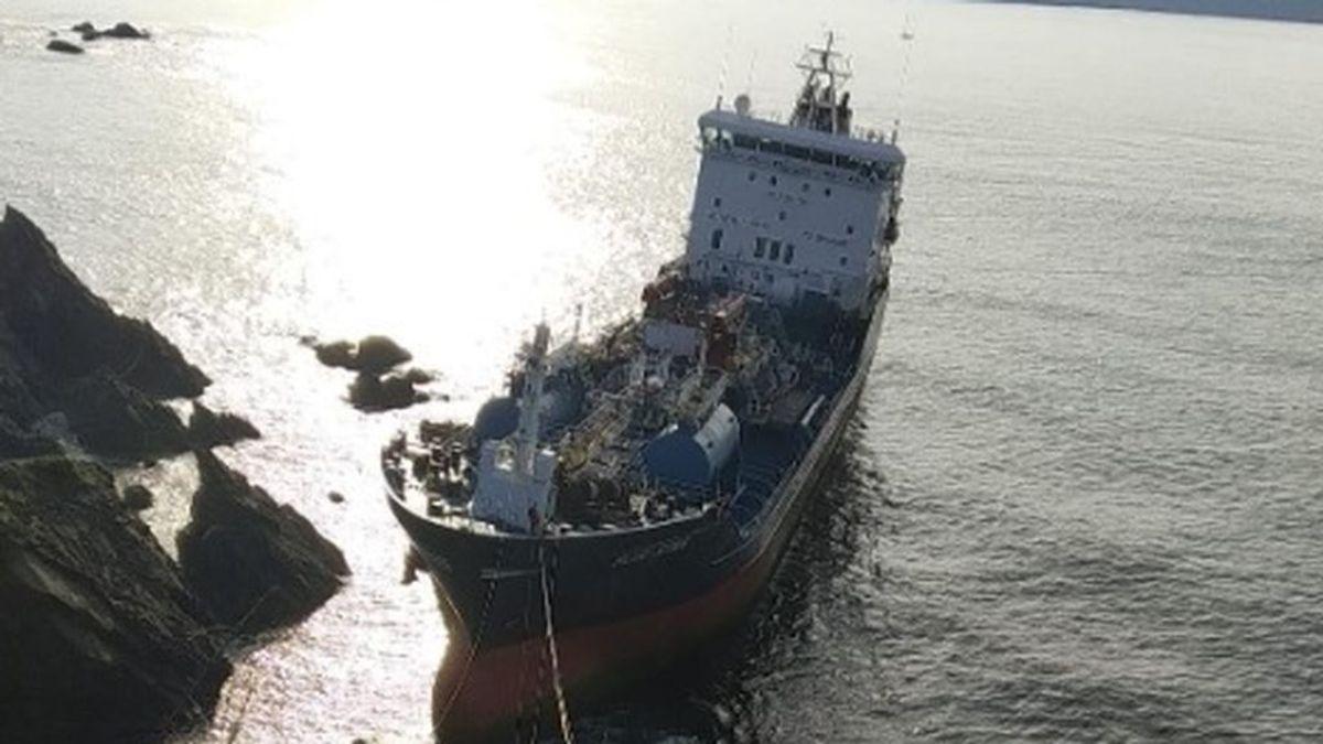 Ya han sido extraídos la mayor parte del fuel y gasóleo del 'Blue Star'