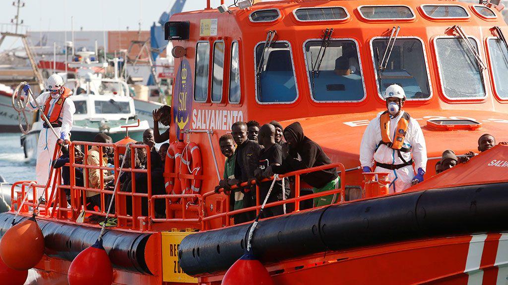 Rescatadas más de 200 personas de cinco pateras en costas andaluzas