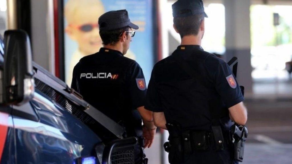 Una joven de 19 años denuncia que un desconocido abusó sexualmente de ella en un pub de Valencia