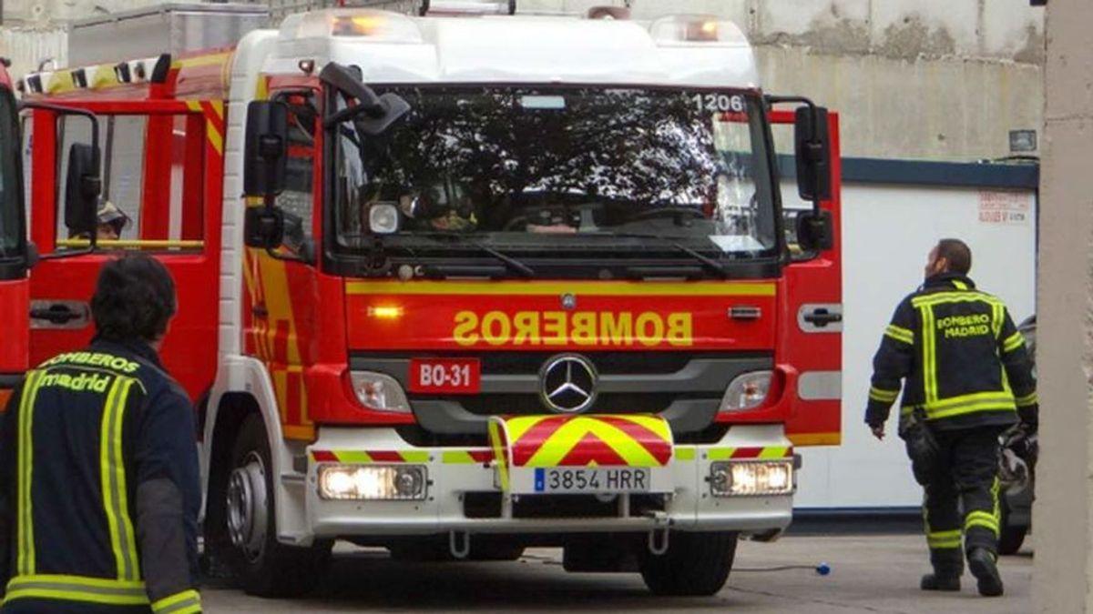 Muere una mujer de 46 años por inhalar el humo en un incendio en su casa en Vallecas