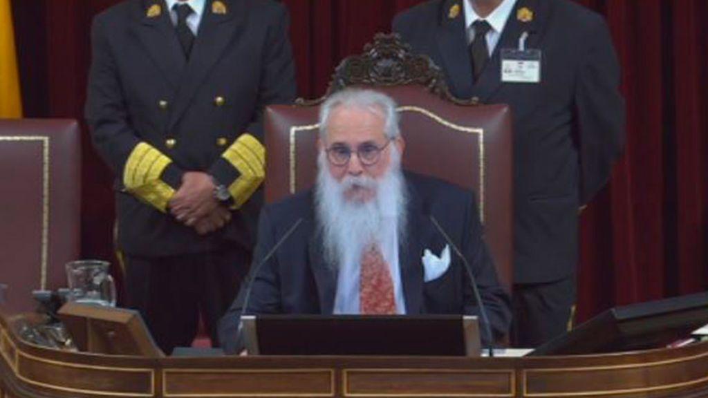 Agustín Zamarrón, el Valle-Inclán del Congreso, vuelve a presidir la constitución de las Cortes