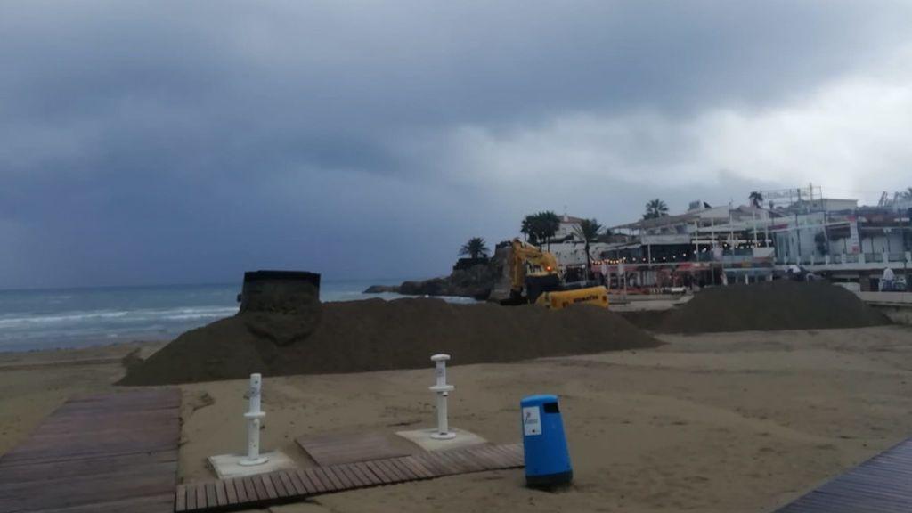 Dique de contención en la playa del Arenal, Jávea.